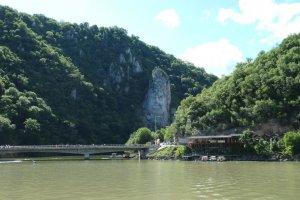 Danube - Rocher sculpté