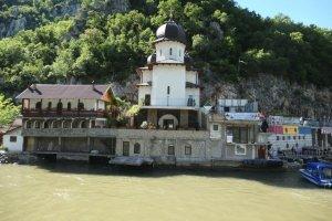 Danube - Monastère (Roumanie)